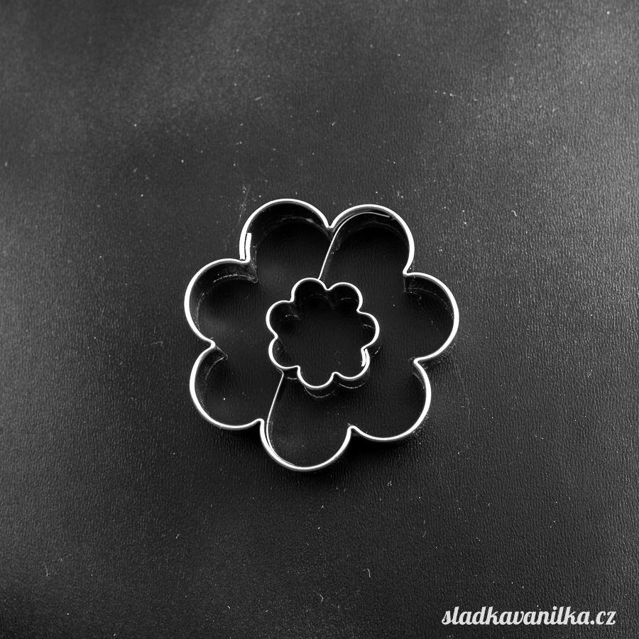 Vykrajovátko květ s květem