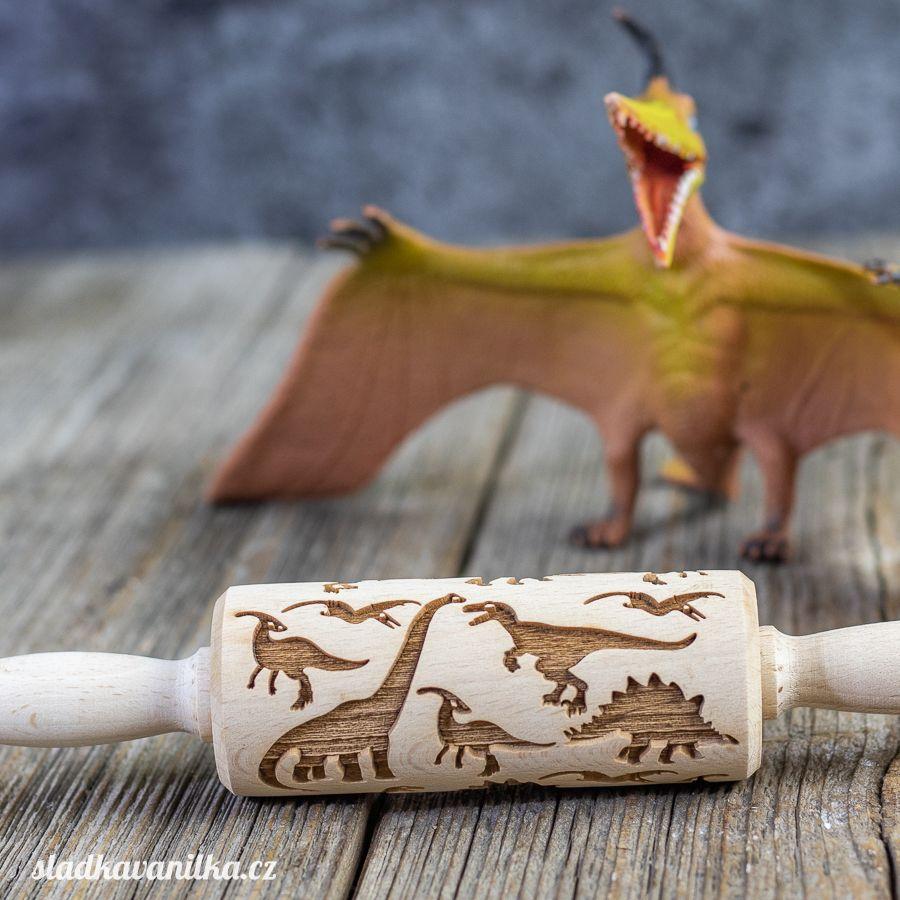Malý embosovaný váleček - dinosaurus