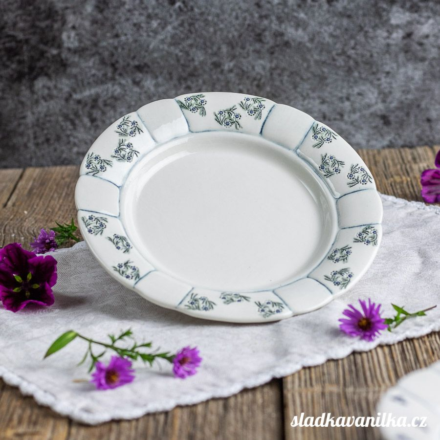 Porcelánový babiččin dezertní talíř - věneček